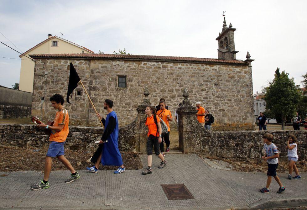 Los participantes en el Campo de Traballo Dragal estrenaron la Ruta do Dragón dramatizada.