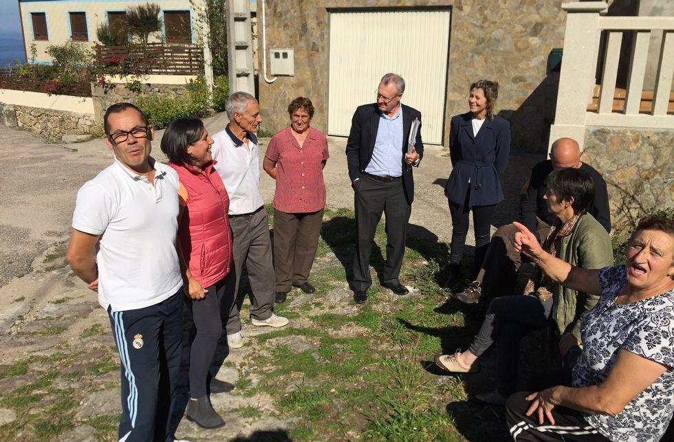 Alcaldes y vecinos intentar frenar una decisión que ha desatado una rebelión conjunta.