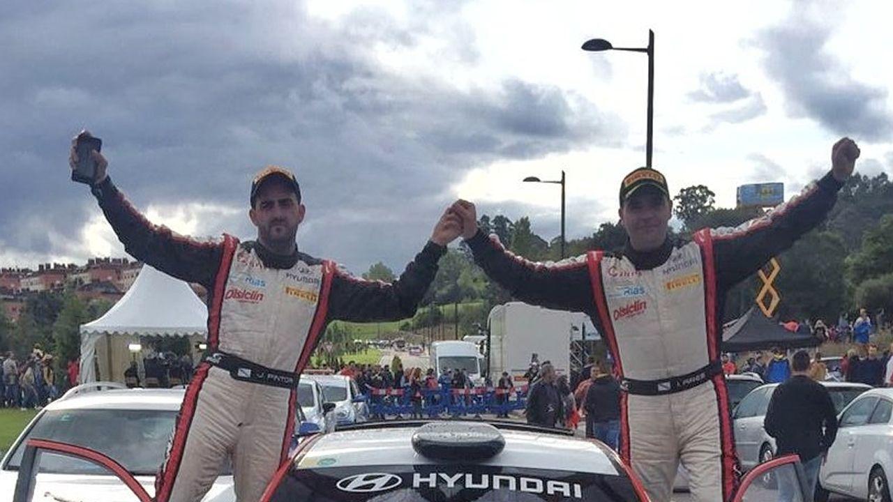 Iván Ares (derecha) y su copiloto, José Pintor