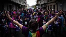 Lahostelería vuelve a abrir enGalicia.Una concentración del 8M en el 2020 en Verín