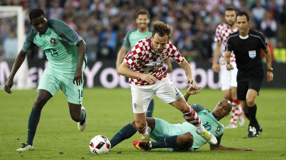 Del Bosque explica el distanciamiento con Casillas.Explosión controlada cerca del Stade de France