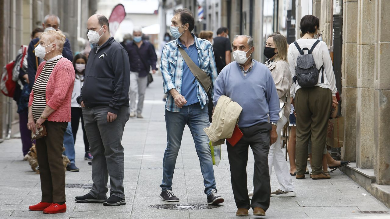 Protesta de los trabajadores de Alcoa ante el Parlamento de Galicia.Así estaba la viveirense calle Pastor Díaz este martes a mediodía