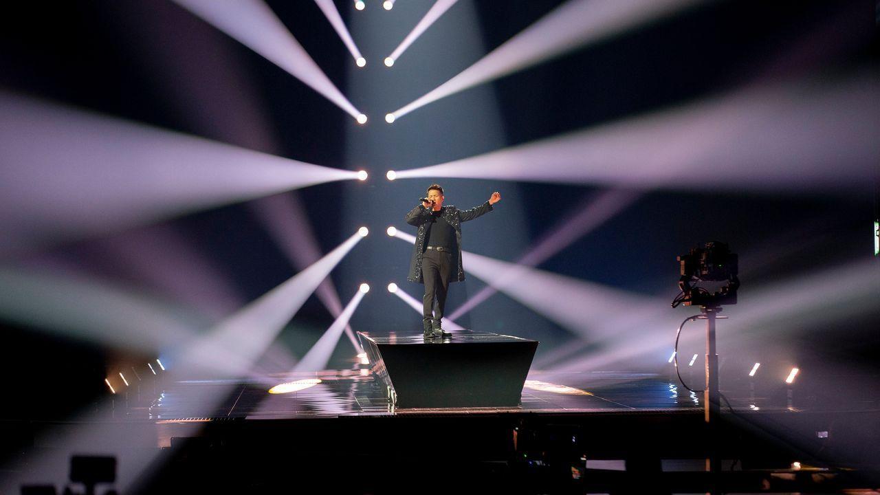 Austria: el cantante Vincent Bueno ensayando su tema «Amen» sobre el escenario de Eurovisión 2021