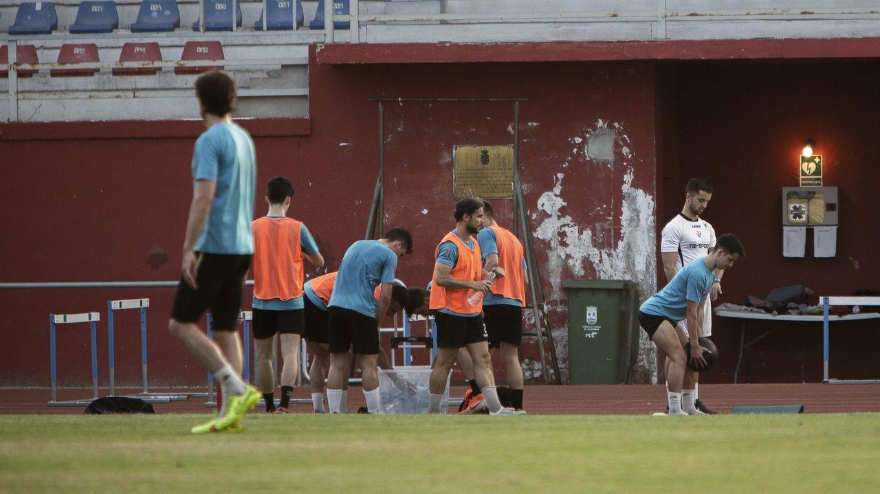 penalti Real Oviedo Deportivo Carlos Tartiere.Ziganda y Aróstegi charlan con Ibra durante un entrenamiento