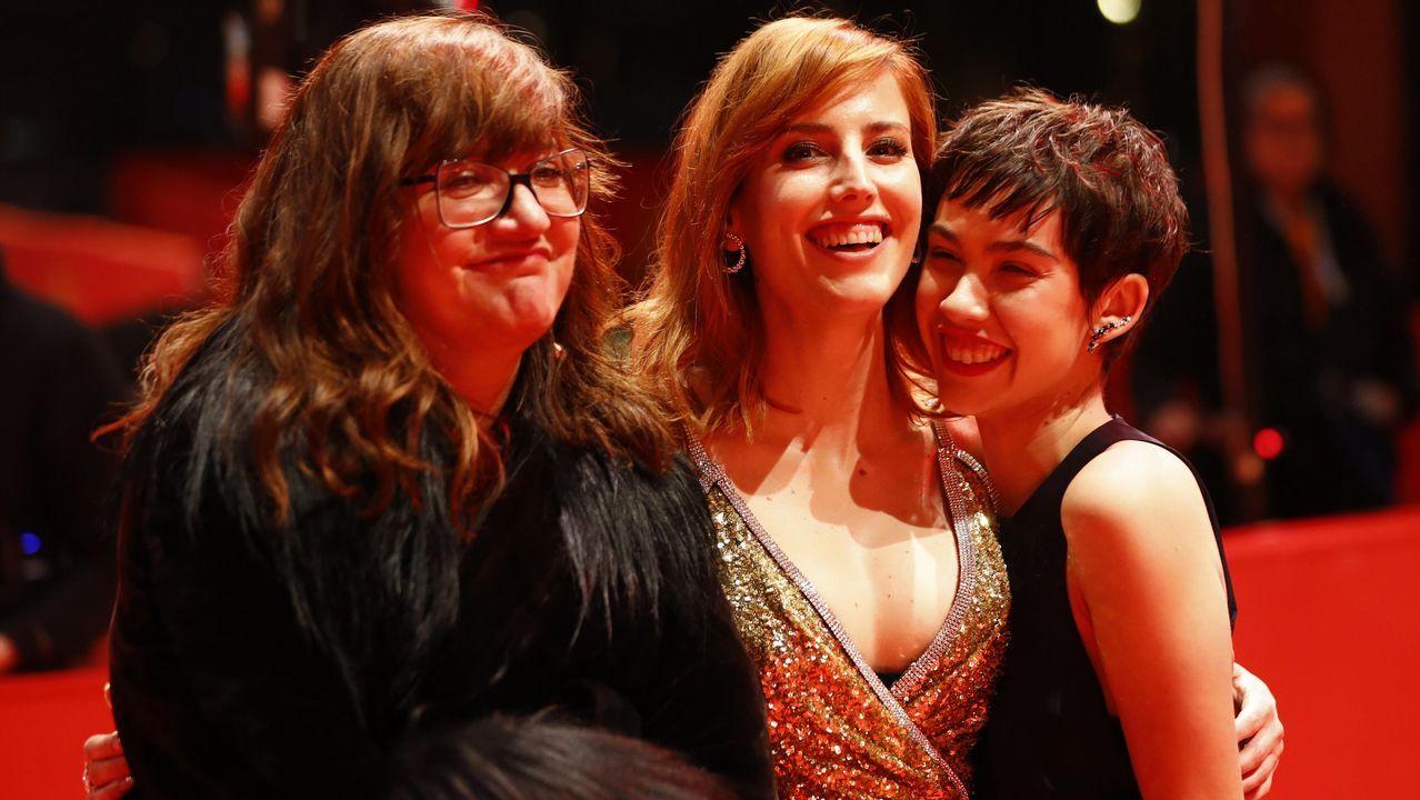 Coixet posa en la alfombra roja de la 69.ª Berlinale con Natalia de Molina y Greta Fernández, protagonistas de «Elisa y Marcela»