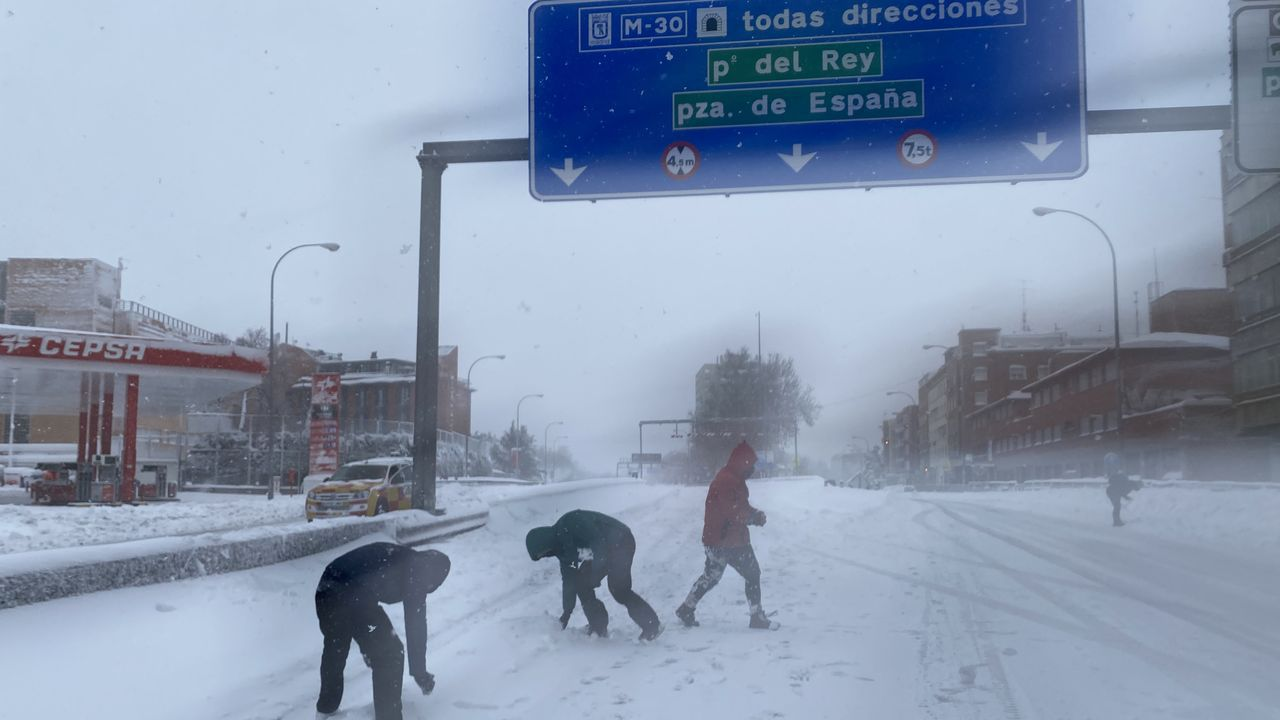 Jugando con la nieve en el M-30