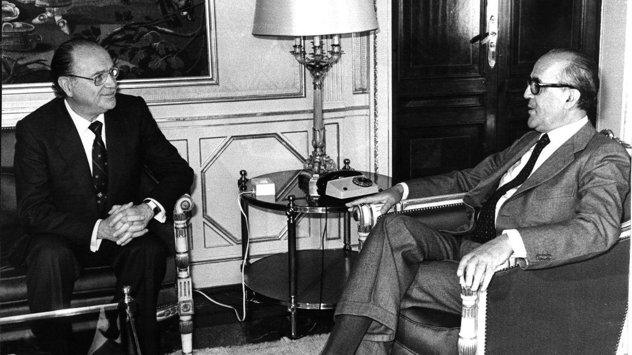 Leopoldo Calvo-Sotelo, a la derecha, junto a Gerardo Fernández Albor, primer presidente de la Xunta tras las elecciones de 1981, en una entrevista en el año 1982