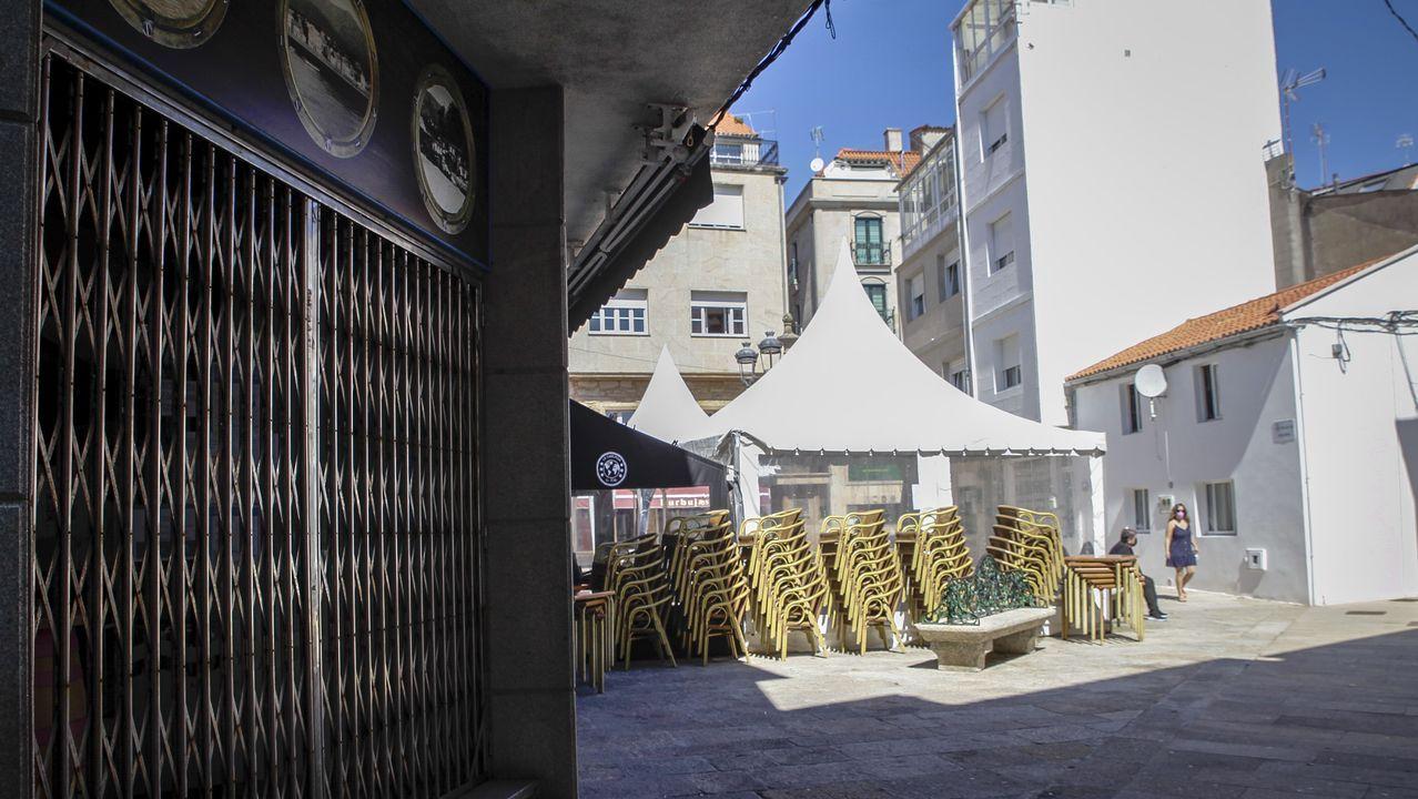 Protesta de los hosteleros de Pobra por el cierre del municipio.La hostelería permanece cerrada en A Pobra a pesar de que los casos han descendido considerablemente