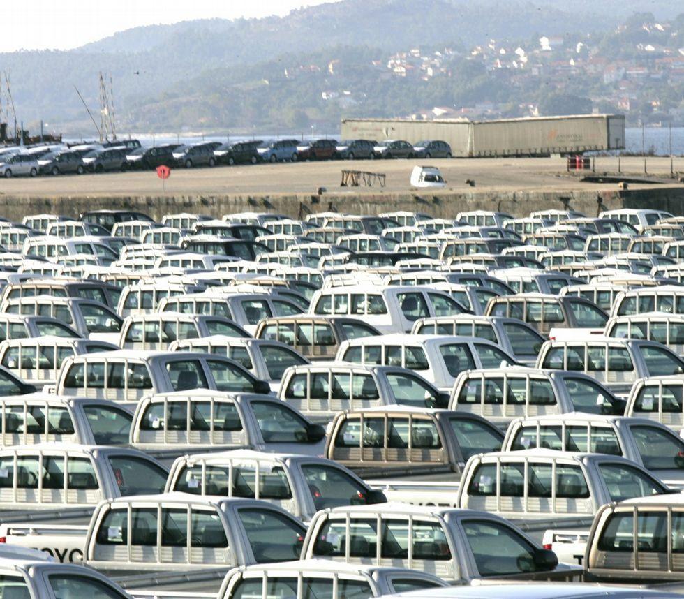 Vehículos de PSA en el puerto de Vigo para su exportación.