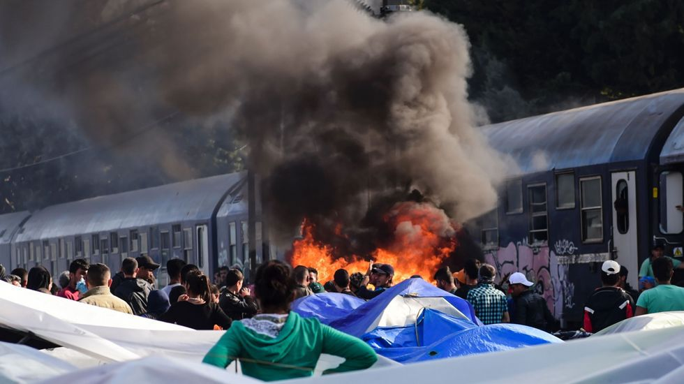 El papa arropa a los refugiados de Lesbos.Tsipras, en el Parlamento