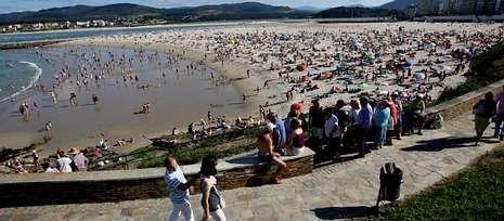 Izado de la bandera azul.El año pasado, O Grove recibió numerosas felicitaciones por contar con una playa para perros.