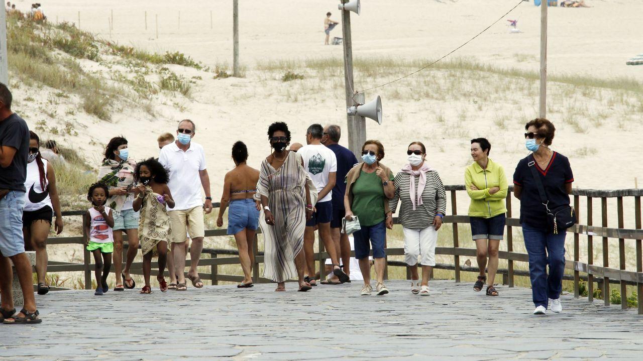 Los paseos de las playas, en la imagen Valdoviño, volverán a llenarse de gente este fin de semana