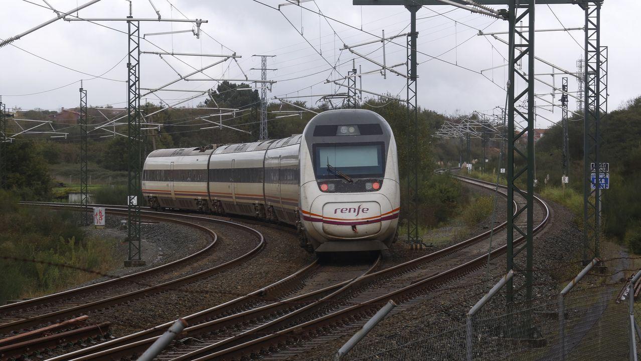 Gobierno y comunidades aplazan la aprobación del toque de queda a la espera de un informe jurídico.«Bypass» de Conxo. 2,5 kilómetros antes de Santiago se construyó la variante de 1,1 kilómetros que permite a los trenes que vienen de la provincia de Pontevedra seguir a Ourense sin parar en Santiago
