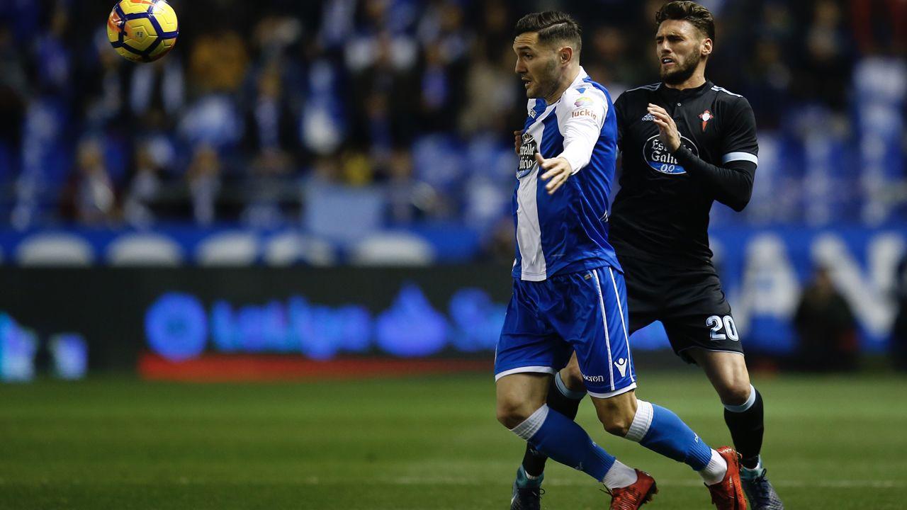 Rueda de prensa de Seedorf antes de viajar a Valencia.Juanfran, durante los exámenes médicos del pasado lunes con el Deportivo