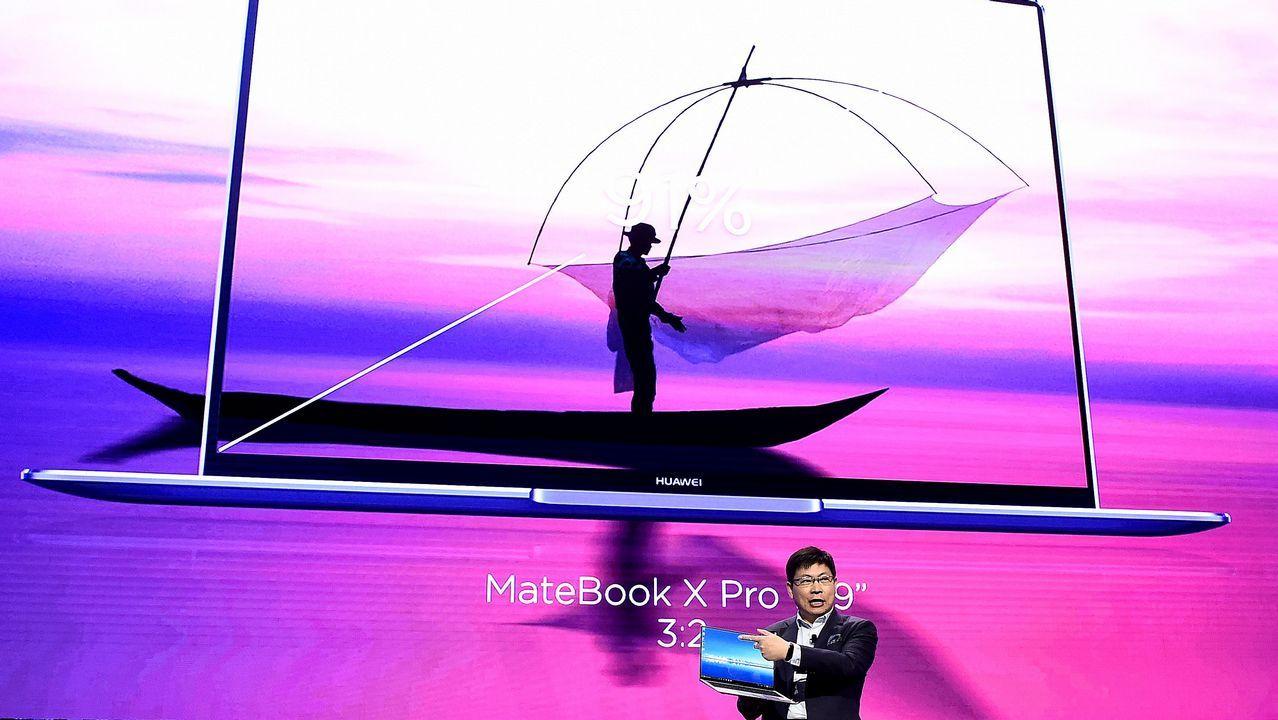 El presdiente de Sony Mobile, Hiroki, Totoki, presentó el nuevo Xperia M4.