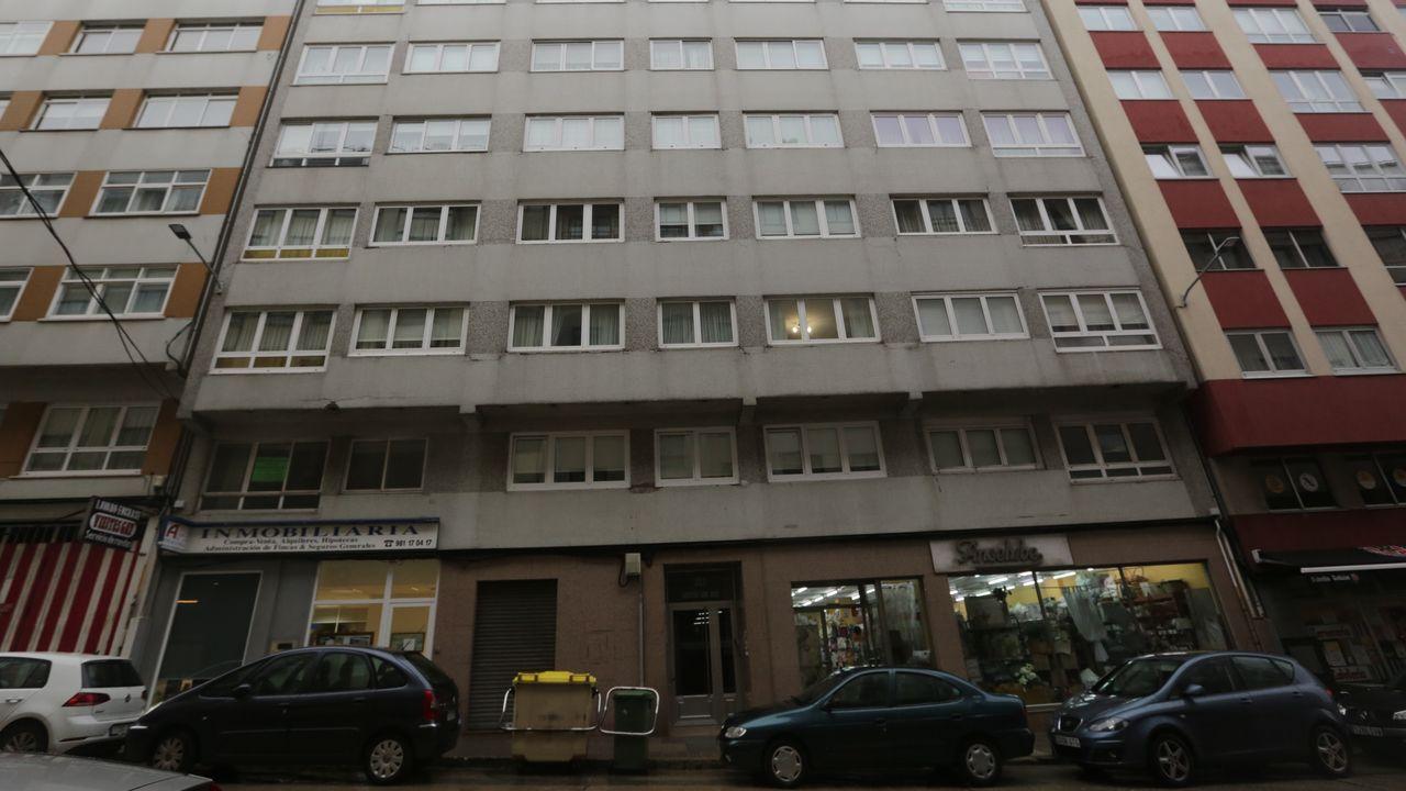 En la avenida de la Concordia 203 se comercializa un  piso para reformar de 120 metros cuadrados de 3 dormitorios, que se distribuye en cocina, dos baños, salón-comedor. La vivienda se comercializa por 116.700 euros