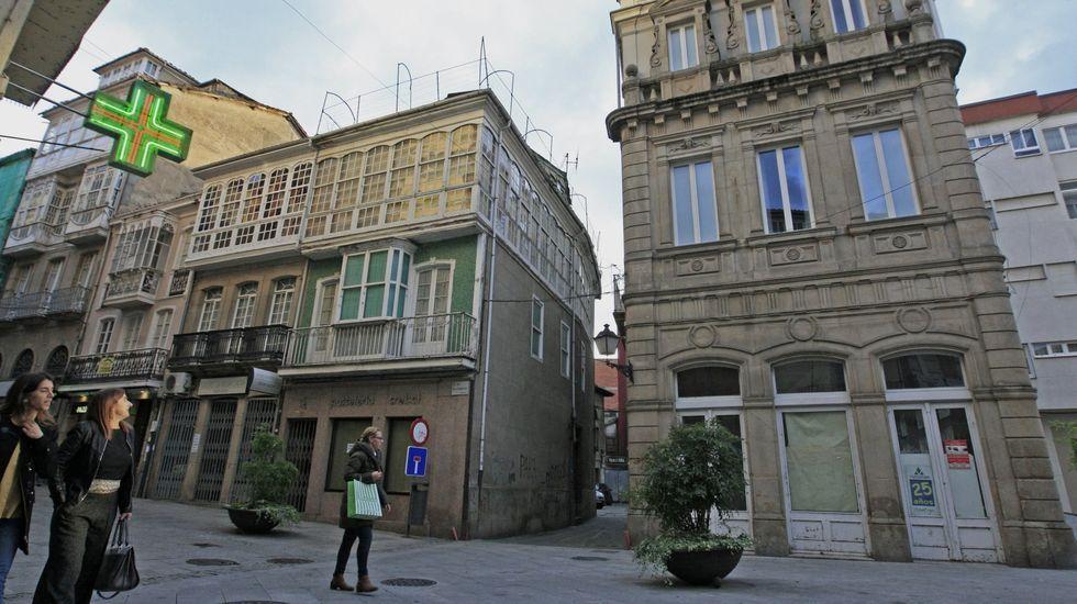 Estas son las rehabilitaciones puestas en marcha.Entrada a la calle Armando Cotarelo, a la entrada del antiguo hotel Comercio
