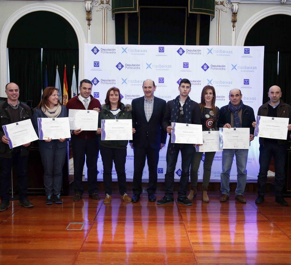 Los bodegueros recogieron los diplomas en la Diputación.