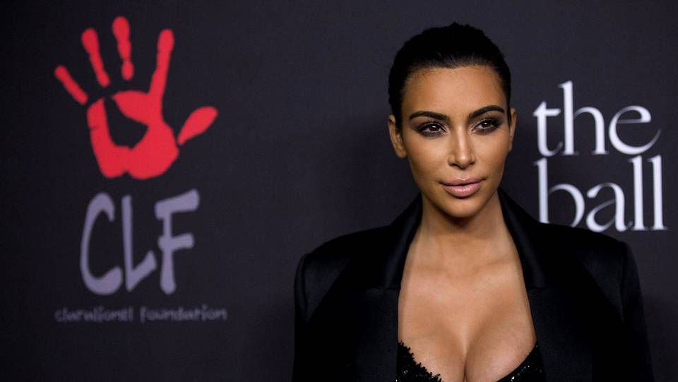 Las hermanas Kardashian revolucionan Armenia.Kim Kardashian