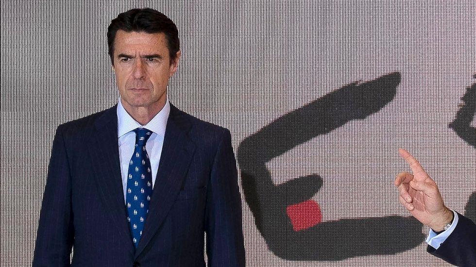 Rajoy y Guindos defienden la candidatura de Soria al Banco Mundial.De Guindos y Soria, en una imagen de archivo
