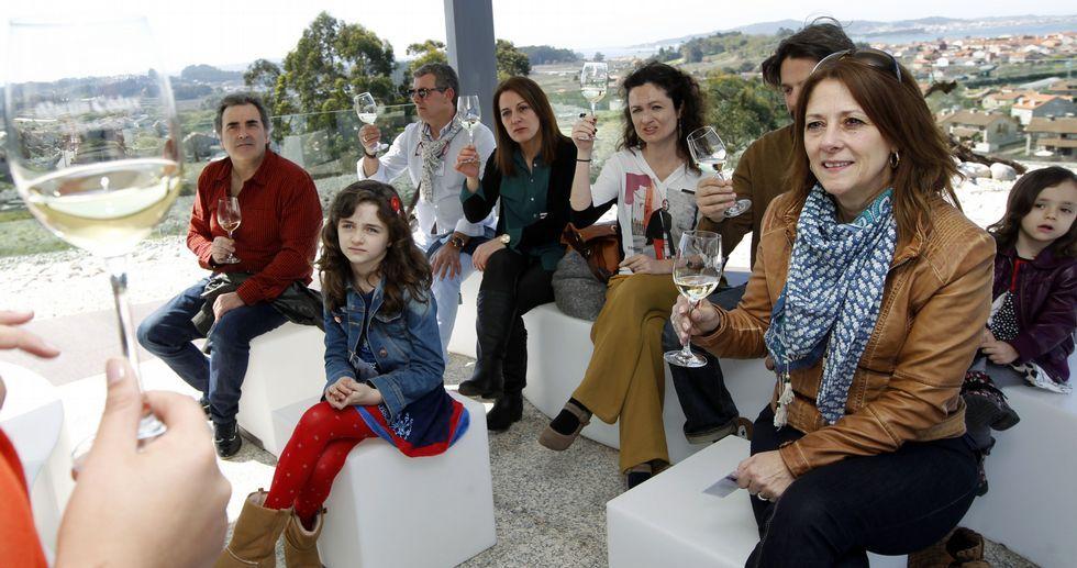 Explotar el turismo enológico se ha convertido en una de las grandes bazas de la comarca de O Salnés.