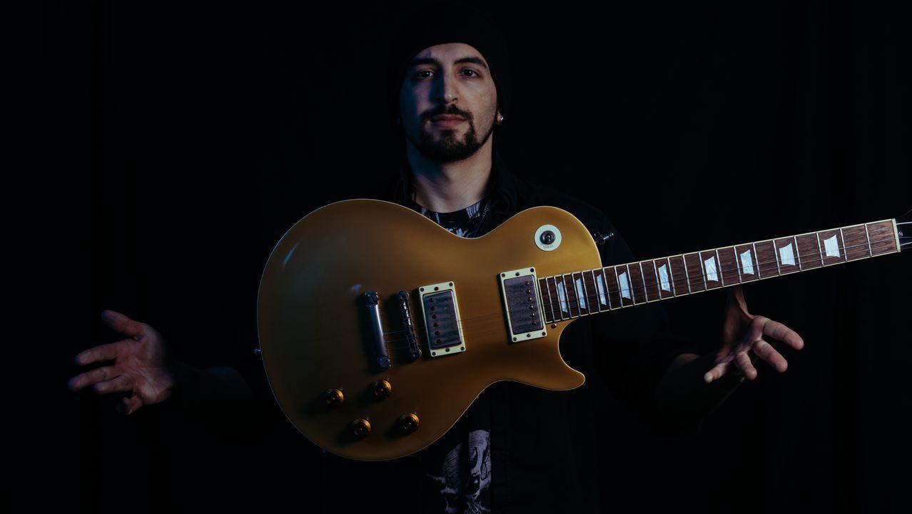 O guitarrista Carlos Cernadas está afincado en Londres