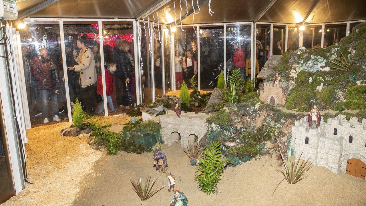 La mascarilla arma el belén en Valga.Cabalgata de Reyes en Ourense de las últimas fiestas
