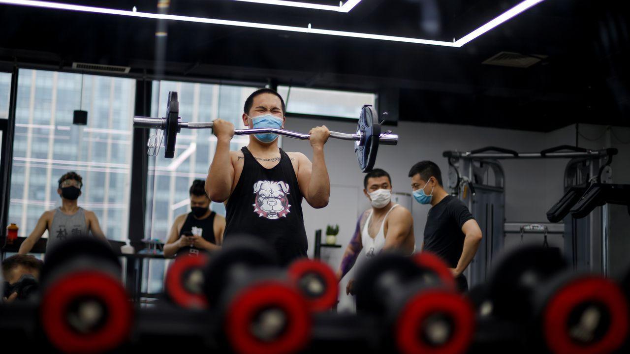En Pekín han reabierto los gimnasios, aunque los usuarios llevan mascarilla