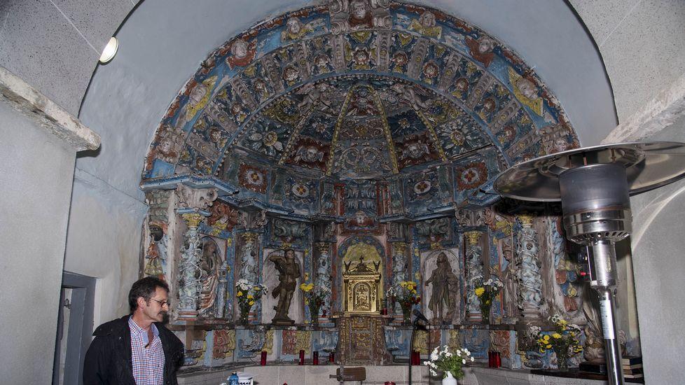 El excelente retablo de la iglesia de Góo, de estiló rococó, ocupa toda la superficie interior del ábside
