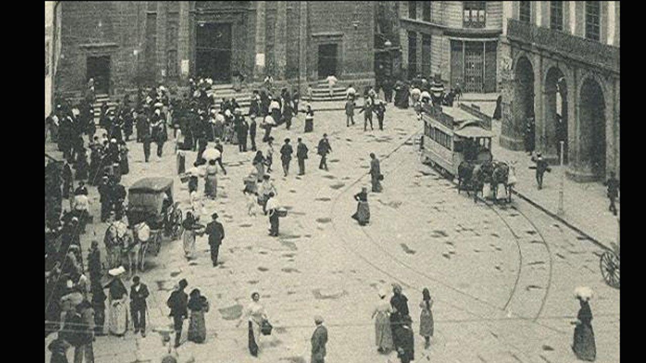 Imagen de 1920 de la que hoy es plaza de la Constitución (ayuntamiento), con San Isidoro al fondo