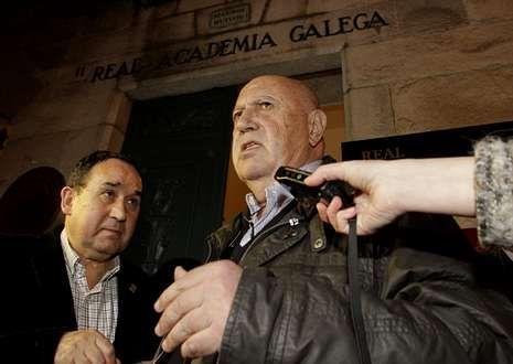 Membros da RAG, no acto de ingreso de Fernández Ferreiro (primeiro pola dereita, abaixo).