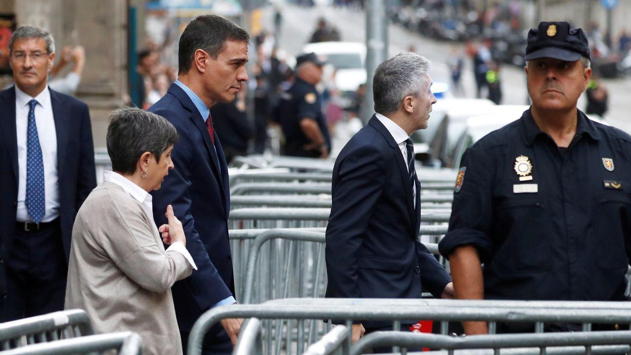 Sánchez visita la Jefatura de la Policía Nacional en Barcelona