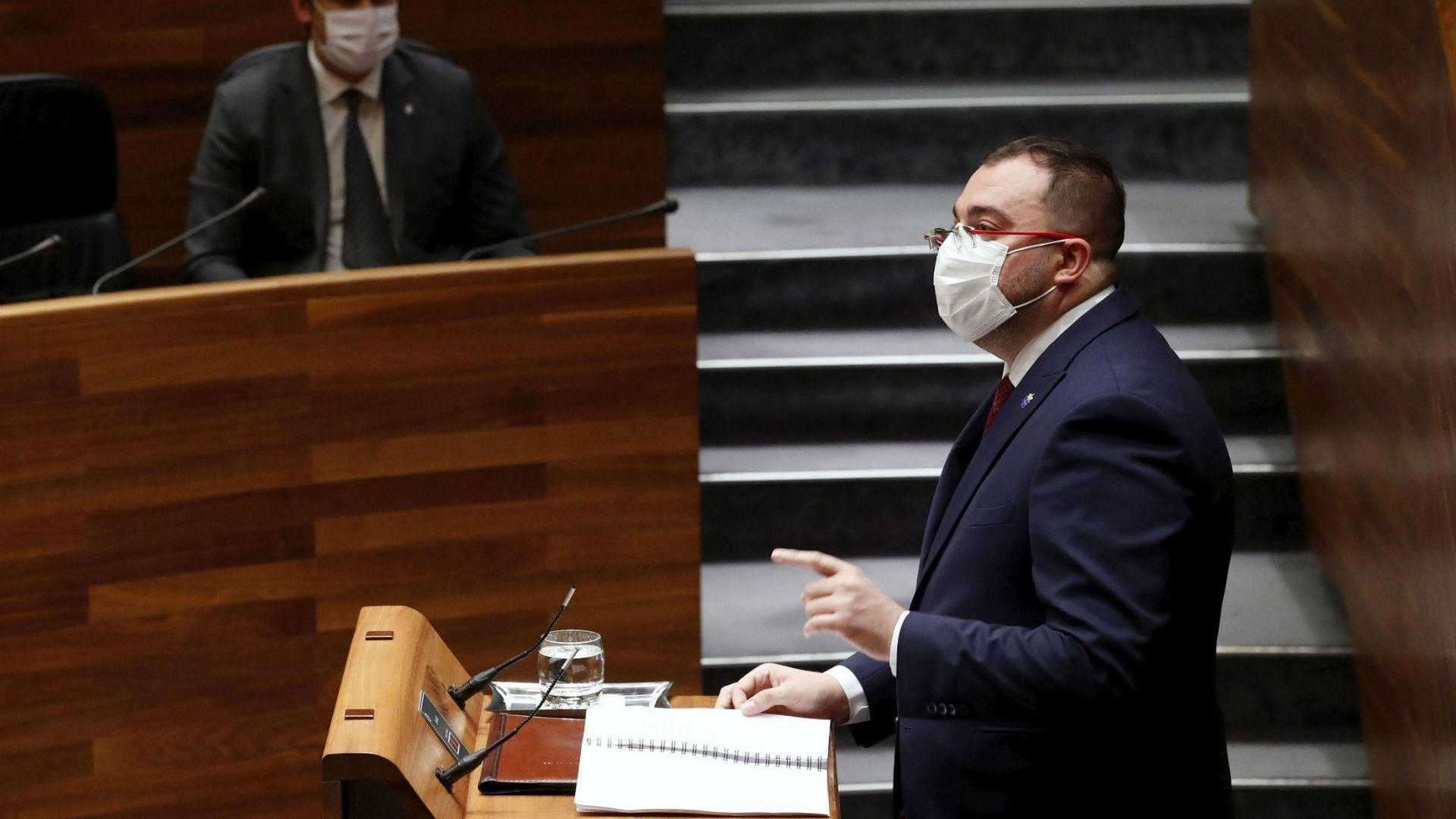 El presidente asturiano Adrián Barbón, durante su intrvención en la Junta