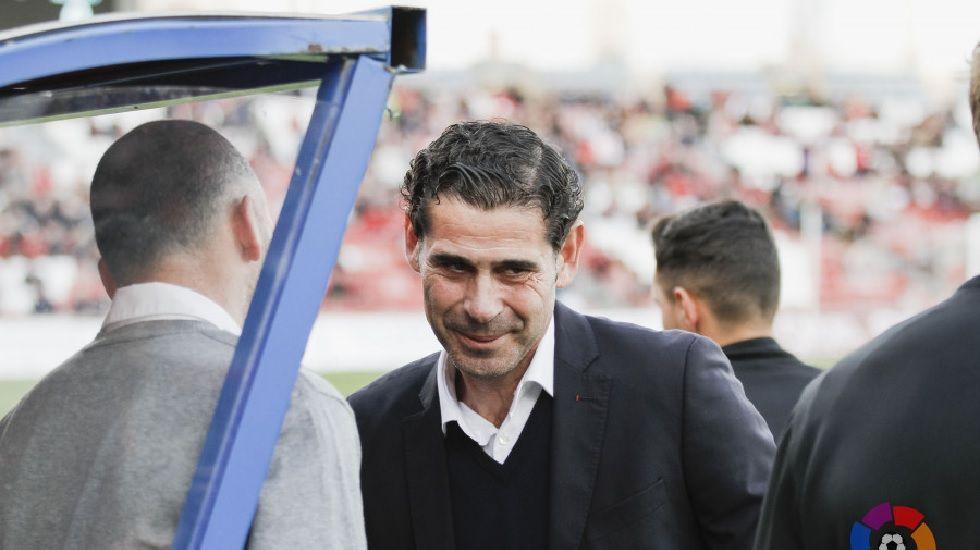 Fernando Hierro saluda a Soriano antes del encuentro de esta tarde