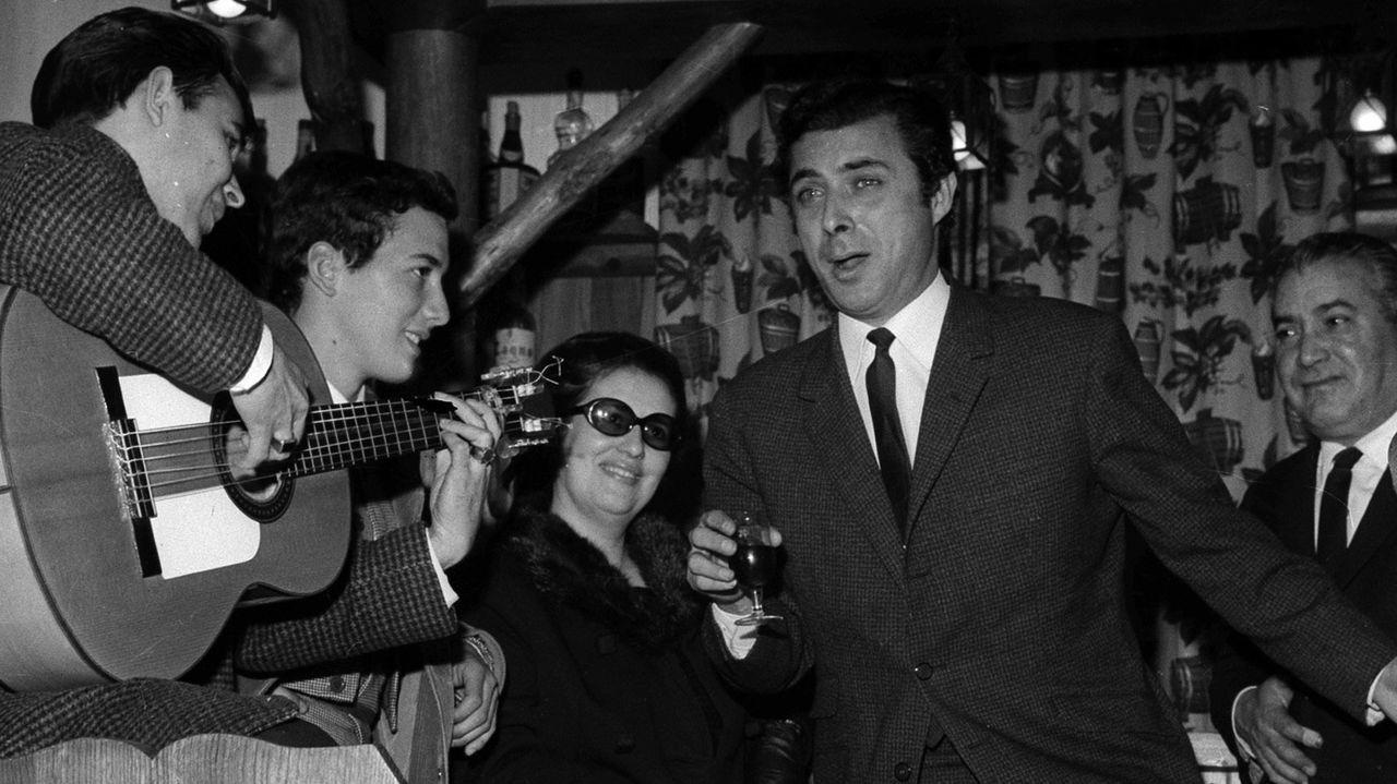 Usuarios de la asociación Amicos superan el Coronavirus.El Príncipe Gitano, en una actuación en el año 1967