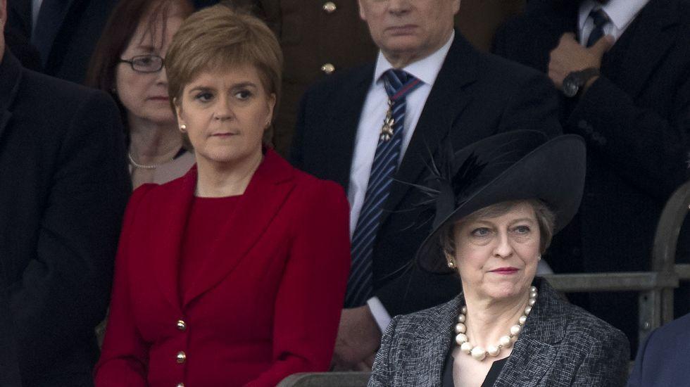 | EFE.Sturgeon, junto a Theresa May.