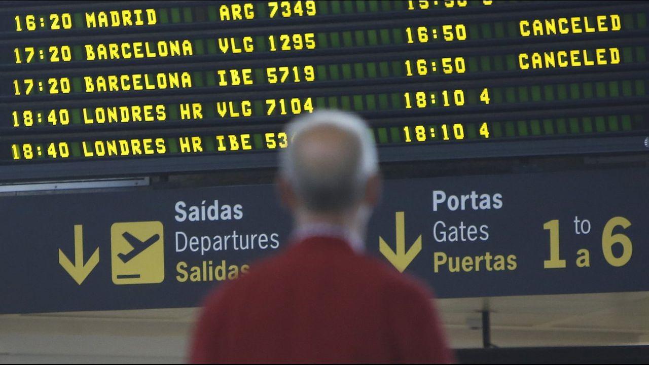 Dos aviones F-18 del Ejército del Aire realizan vuelos de instrucción en el espacio aéreo coruñés.Las huelgas simultáneas en El Prat obligan a cancelar conexiones con el aeropuerto de A Coruña