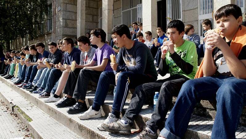 Los alumnos de Ribadavia comieron bocadillos en lugar de acudir al comedor