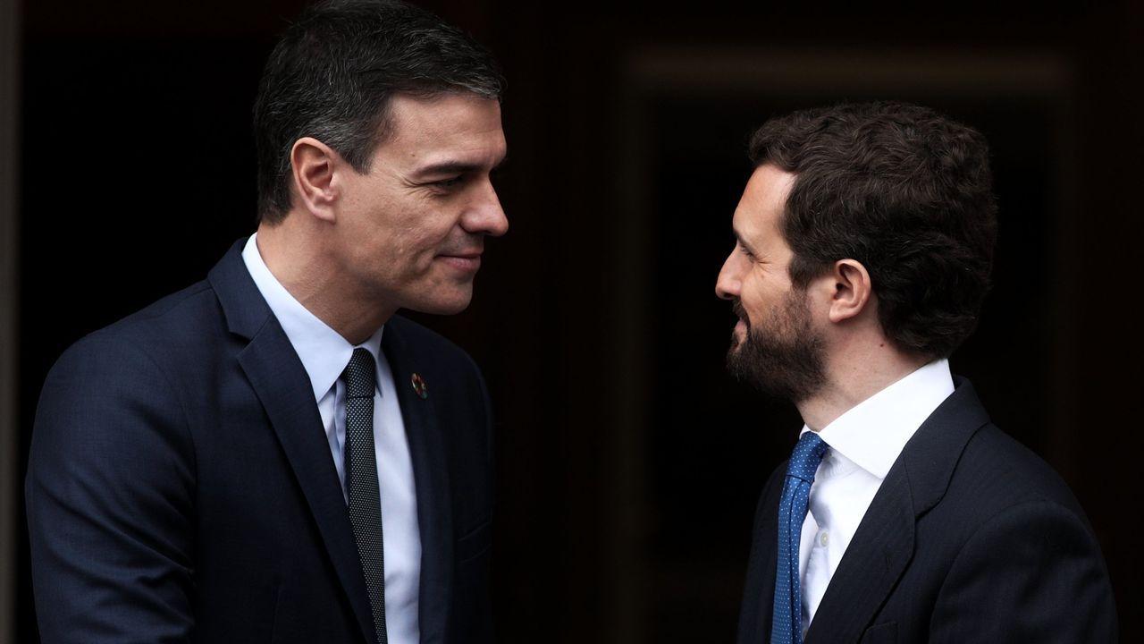 El presidente Pedro Sánchez y el líder de la oposición, Pablo Casado, en una reunión en la Moncloa