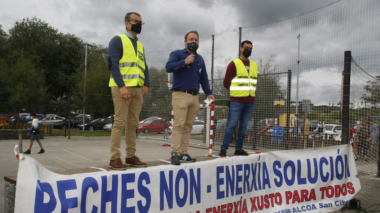 El comité de Alcoa: «Vamos a volver a dar la batalla».Imagen de archivo de una de las últimas manifestaciones promovidas por el comité de Alcoa en defensa de la fábrica de San Cibrao