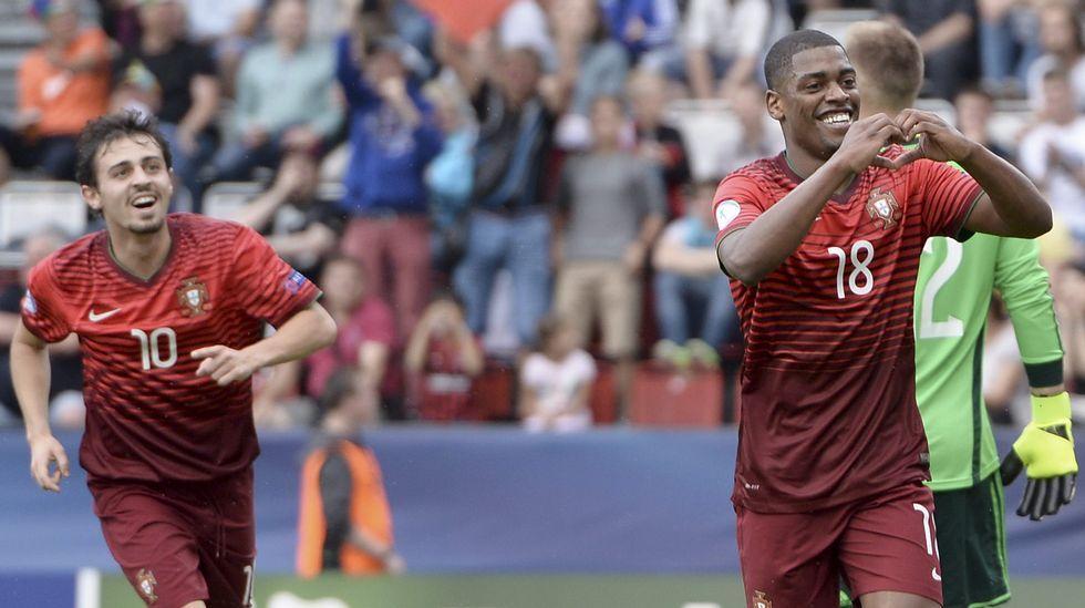 Balon futbol requexon.Cavaleiro celebra su gol a Alemania