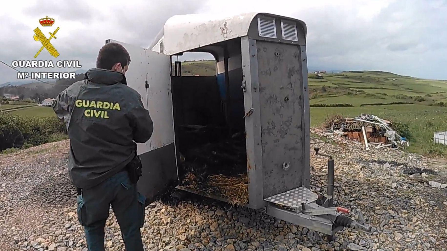Investigación de la Guardia Civil en una explotación ganadera de Gozón.El punto en el que se producen los vertidos, próximo al molino de Cobas, en una imagen de archivo