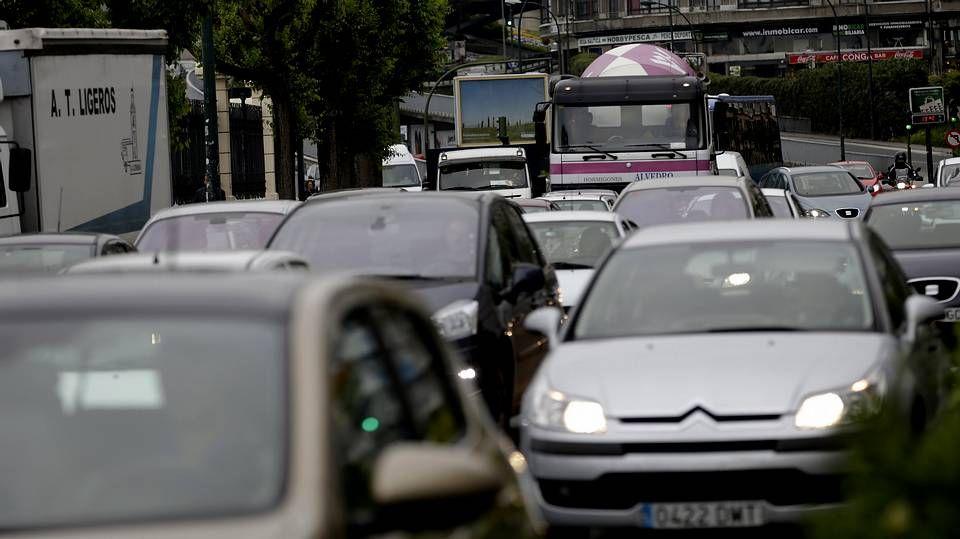 Atasco de tráfico por el corte de Alférez Provisional