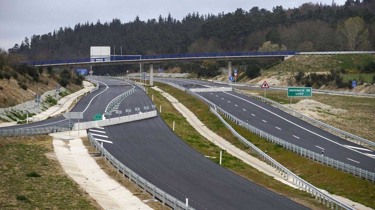 Rueda de prensa de Jácome.El único tramo de la A-56 construido se acaba al entrar en la provincia de Ourense