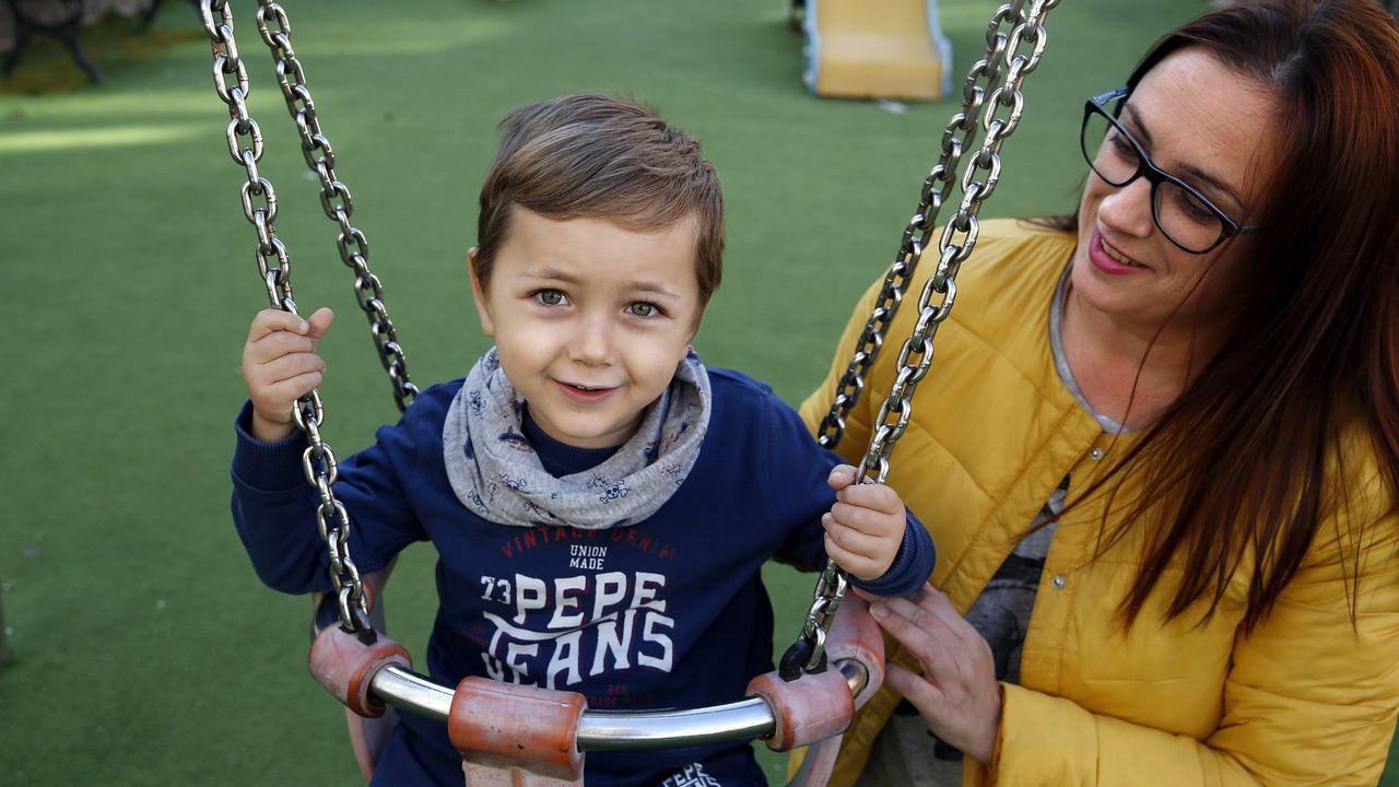Tiago, un niño de Porto do Son, fue el primer paciente en España en recibir la primera terapia para la atrofia muscular espinal
