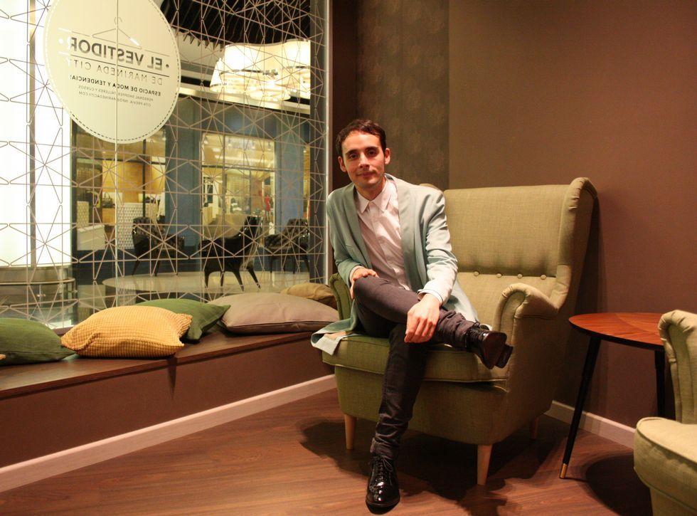 El coruñés Fernando Suárez está al frente del servicio de estilismo personalizado que acaba de poner en marcha Marineda City.