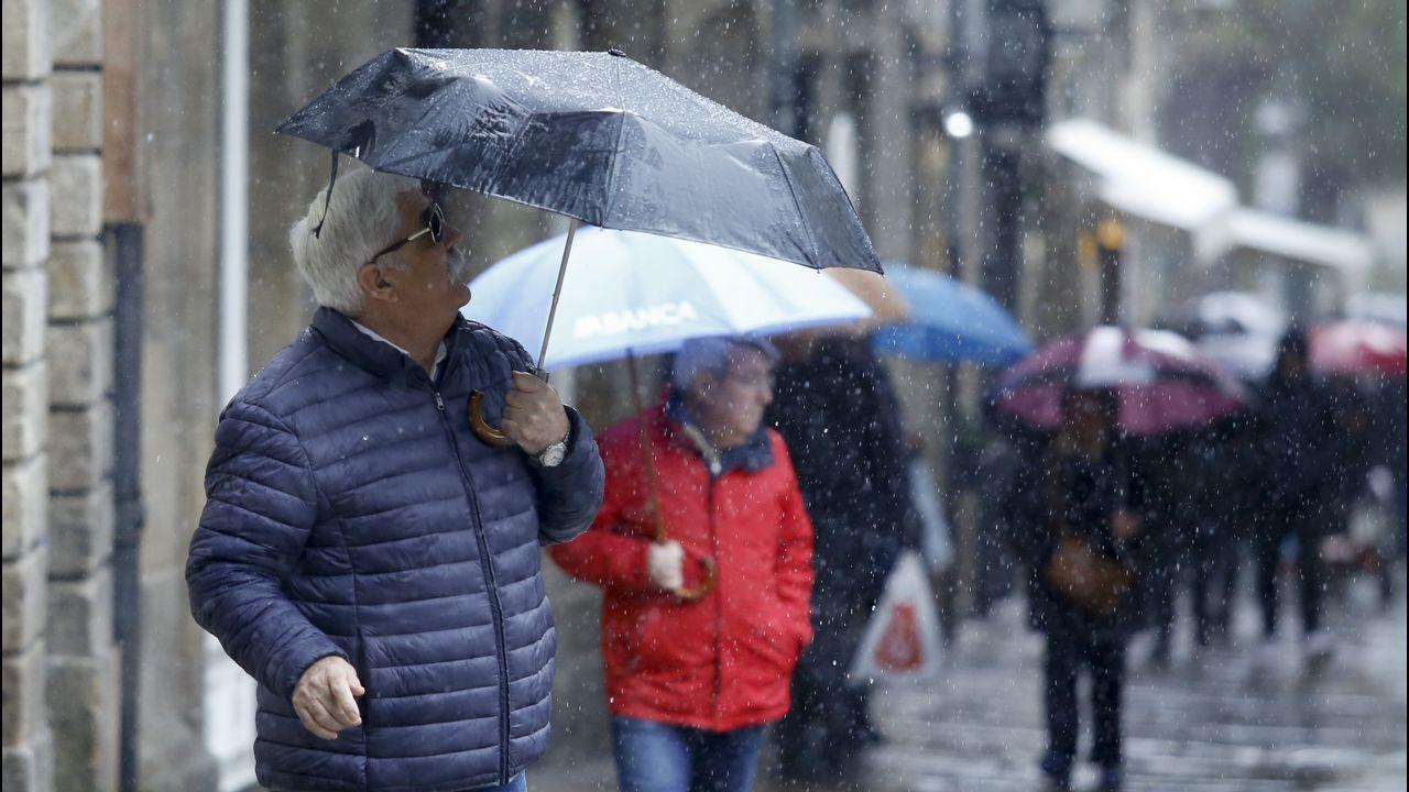 Los turistas afrontan la Semana Santa pendientes del mal tiempo