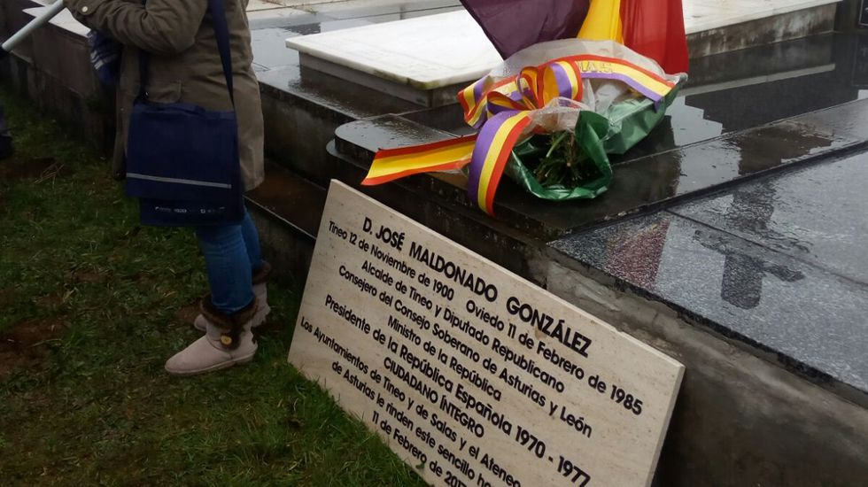 «El cachopo no deja de ser una croqueta».Placa conmemorativa al político asturiano José Maldonado