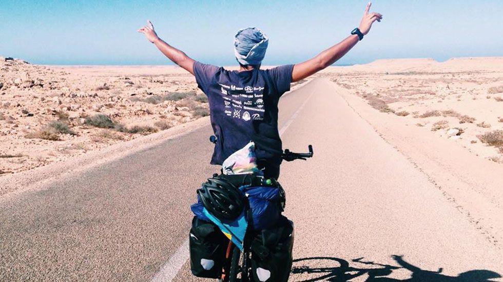 Nicolás Merino en una carretera de Marruecos.Nicolás Merino en una carretera de Marruecos