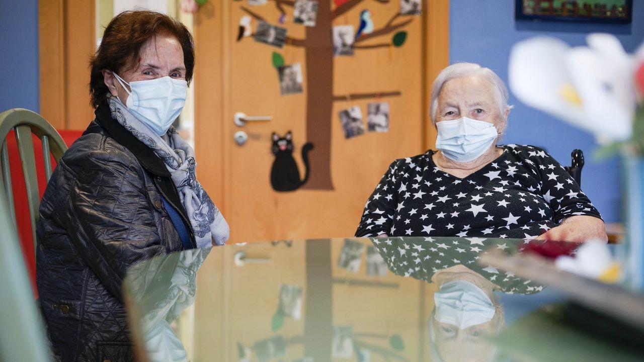 Elisa y Marina, hermanas, se vieron este jueves en la residencia Las Salinas, de Ourense